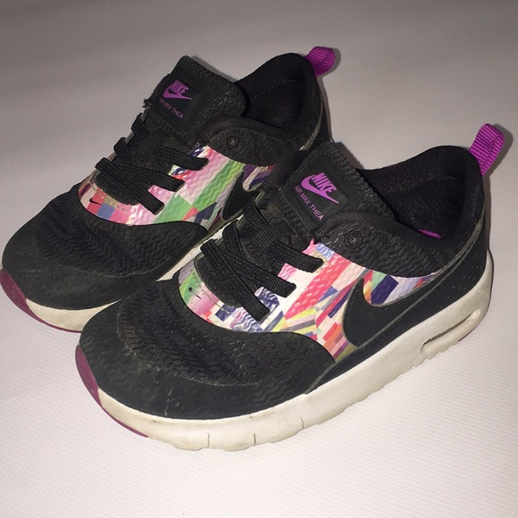 le scarpe nike multi  colorblack bambino ragazze taglia 10 poshmark